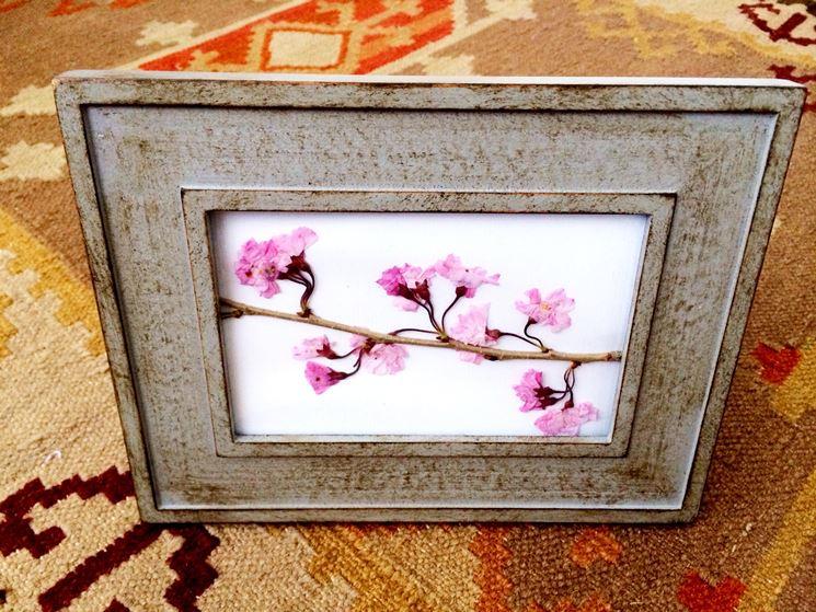 Quadretto realizzato con fiori di ciliegio