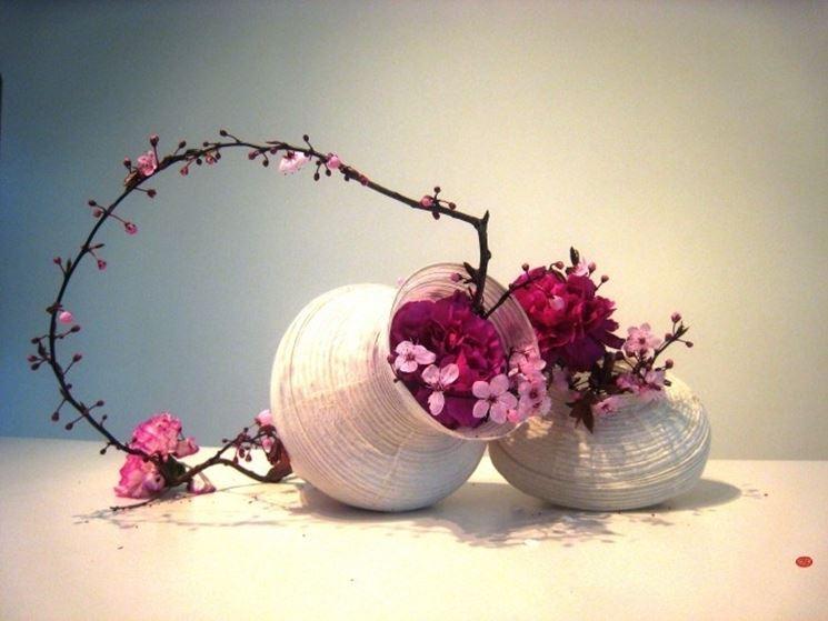 Ikebana con fiori di pesco