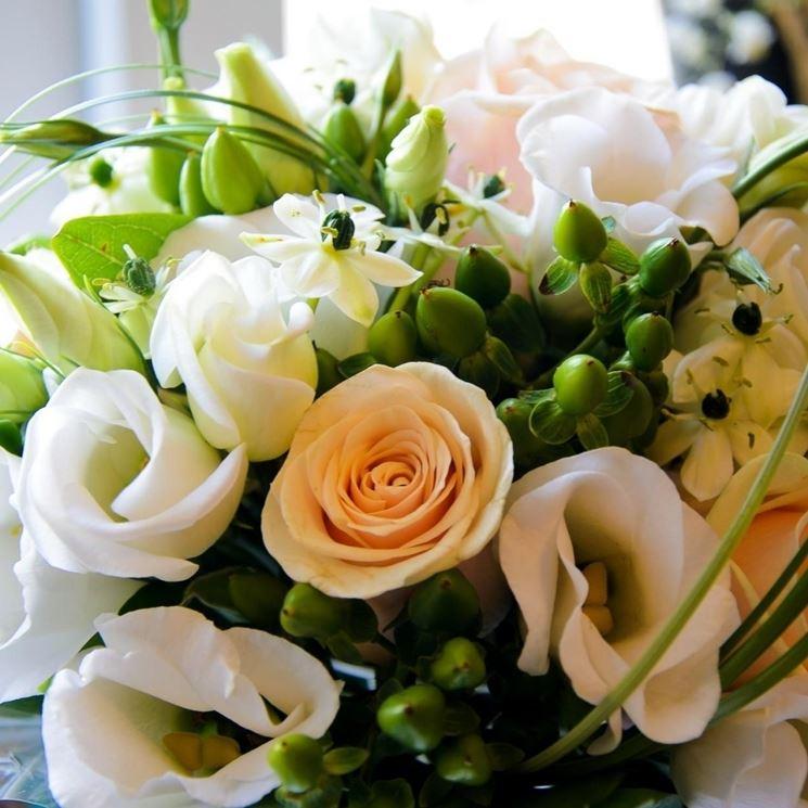 esempio di bouquet con lisianthus