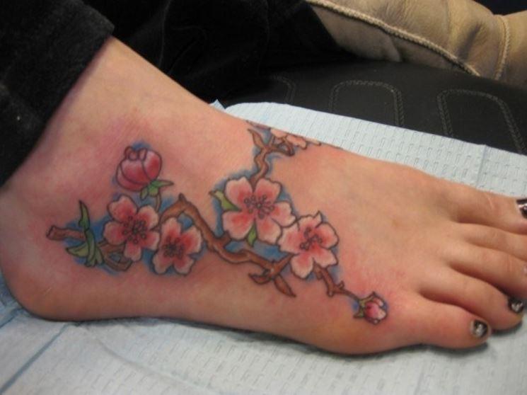 tatuaggio fiori di pesco