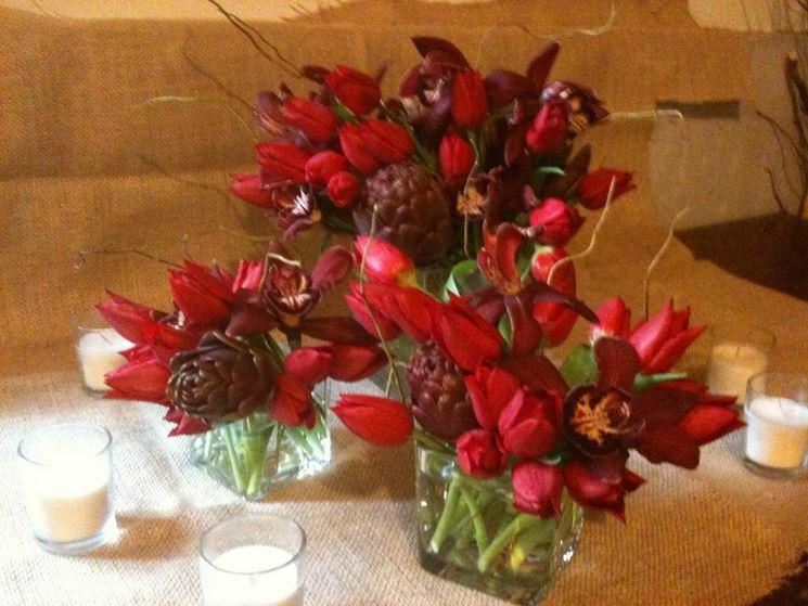 Deliziosi centrotavola coi tulipani rossi