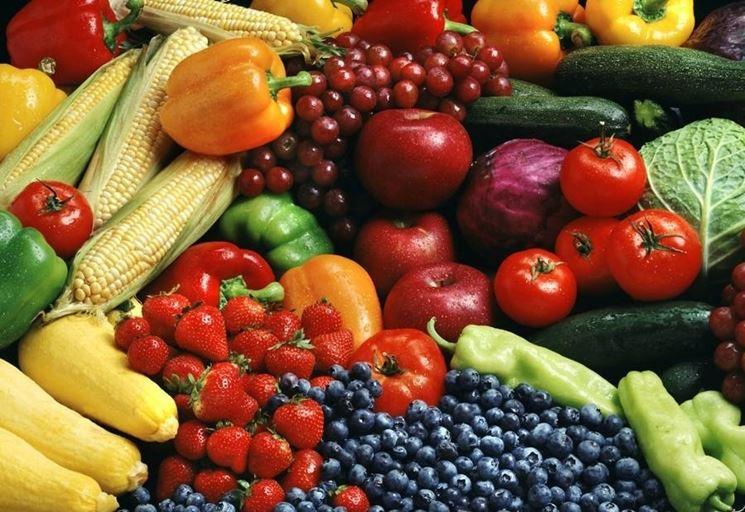 I frutti di bosco arricchiscono le composizioni.