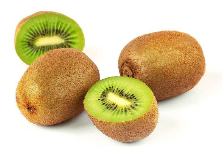 Frutti di kiwi sani