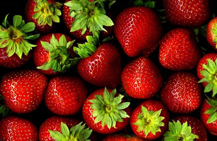 La fragola: un frutto dal colore rosso vivace