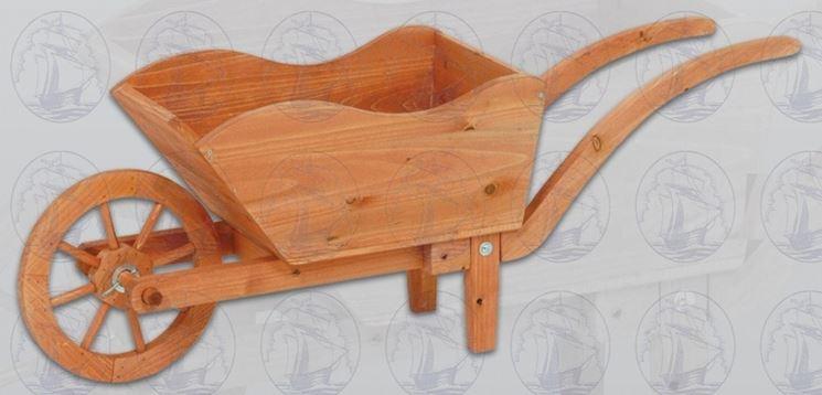 carriola in legno chiaro