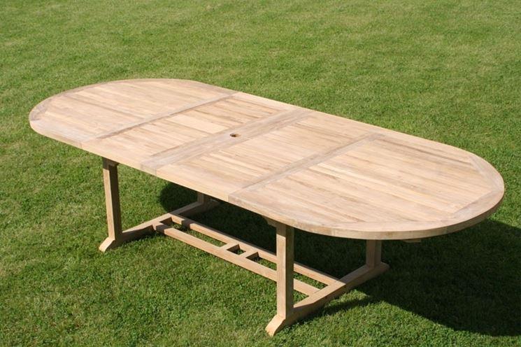 Solido tavolo in teak