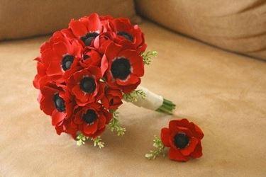 Un bouquet di anemoni rossi