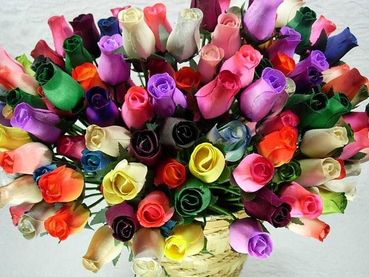 Mazzo di rose di diversi colori