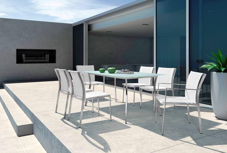 Moderno e stilysh tavolo con sedie