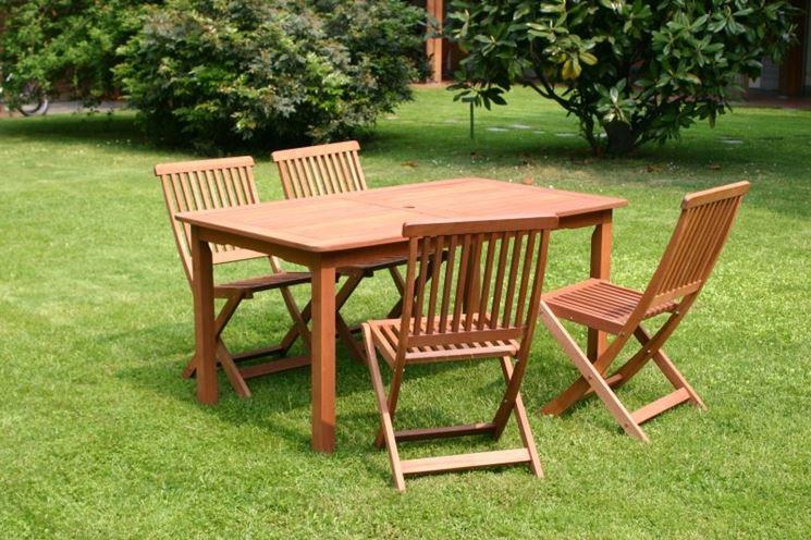 tavolo da giardino in legno