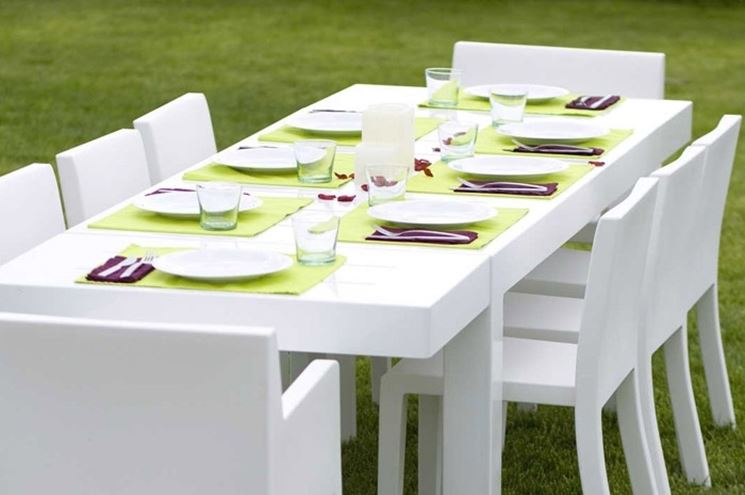 tavolo in plastica da esterno