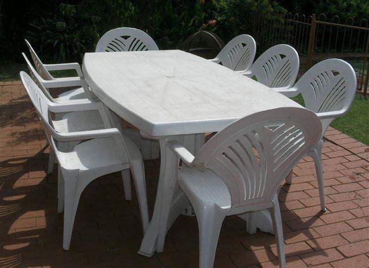 Arredo giardino in plastica accessori da esterno - Tavolo e sedie esterno ...
