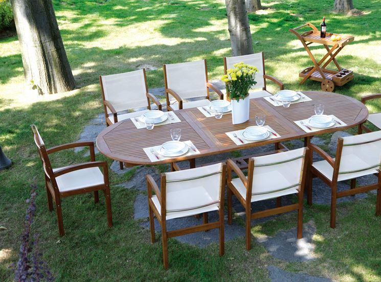 Tavolo da esterno con sedie e carrello coordinato
