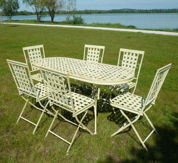 Arredo per esterno accessori da esterno come arredare - Tavolo ferro battuto giardino ...