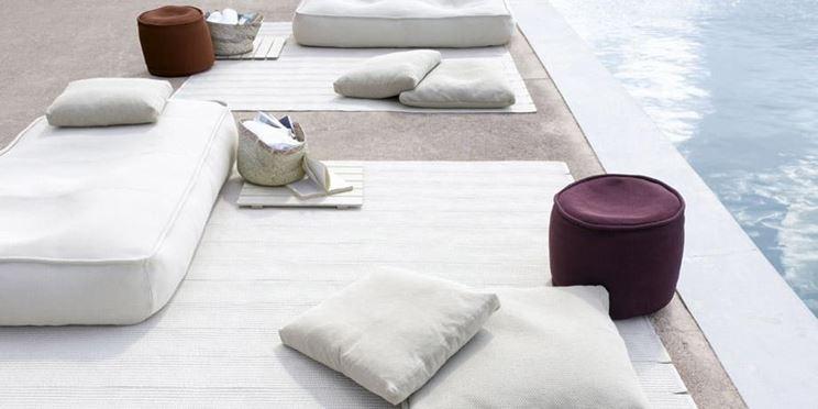 Varie forme e tipologie di cuscini da esterno