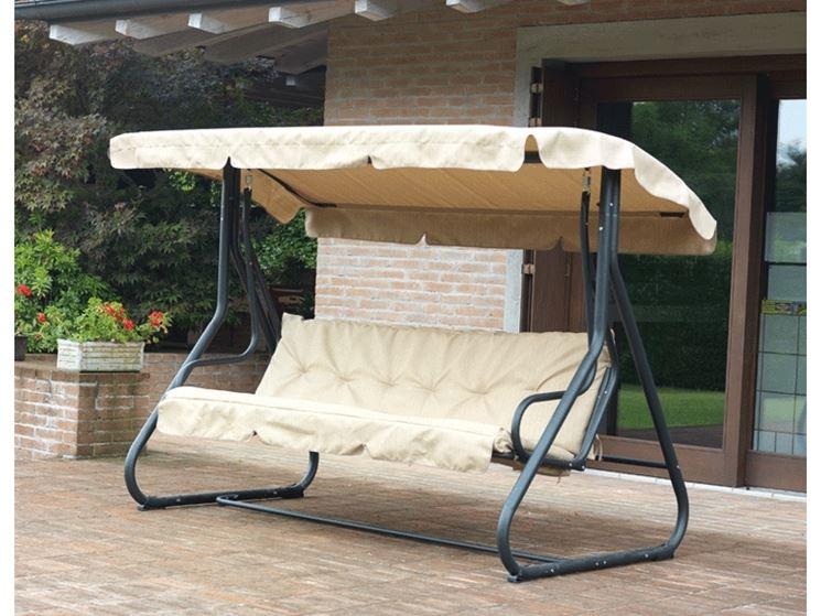 Dondolo da giardino accessori da esterno modelli di for Dondolo per giardino