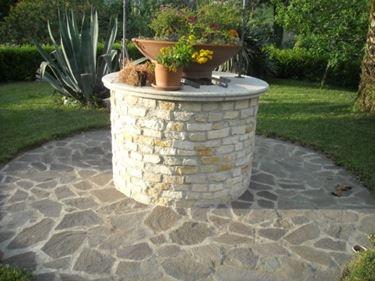 Pozzo da giardino in pietra