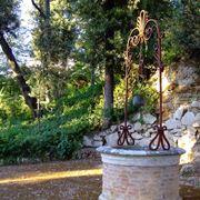Pozzo da giardino con fioriere