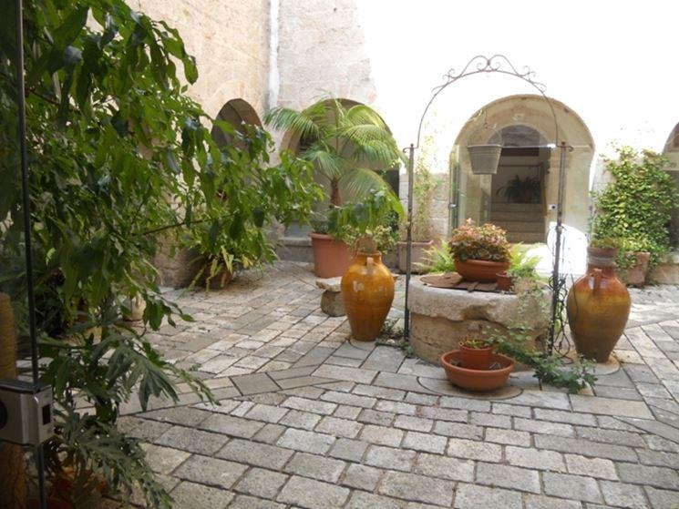 Pozzo da giardino con tetto
