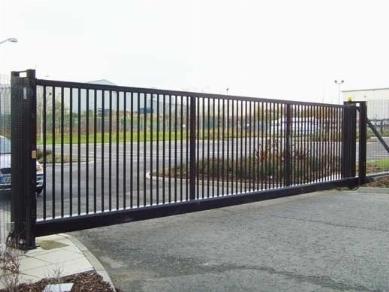 Cancelli scorrevoli cancelli cancello scorrevole - Porta garage scorrevole ...
