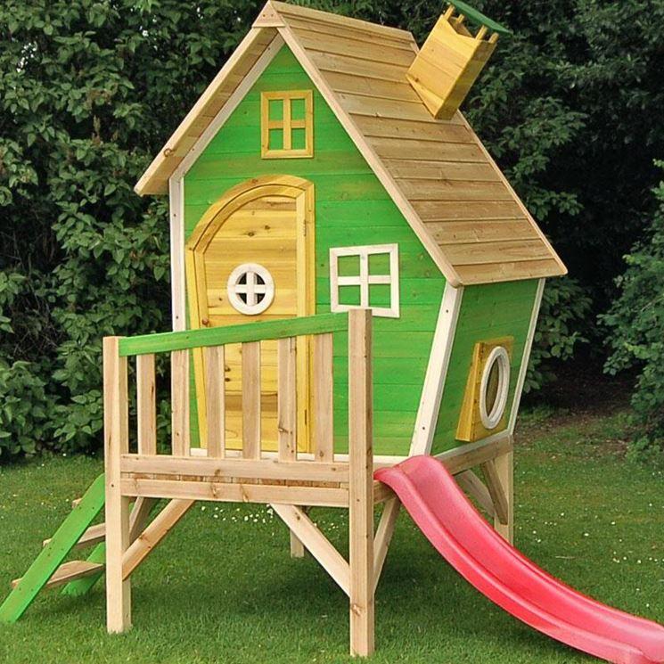 Casetta da giardino con scivolo