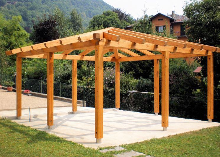 Il gazebo in legno idee per il design della casa for Gazebo legno arredamento
