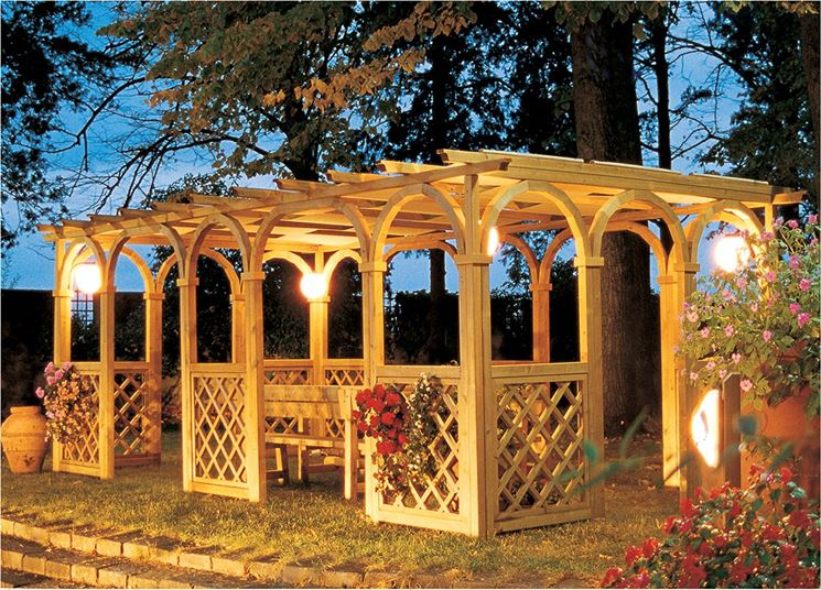 Gazebo in legno da giardino gazebo gazebi per giardino for Gazebo legno arredamento
