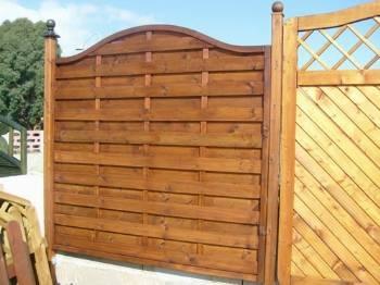 Pannelli frangivento in legno grigliati e frangivento for Divisori giardino