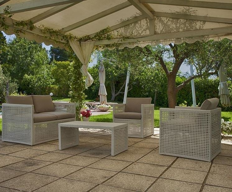 Arredamento moderno mobili giardino come arredare il for Arredare i giardini