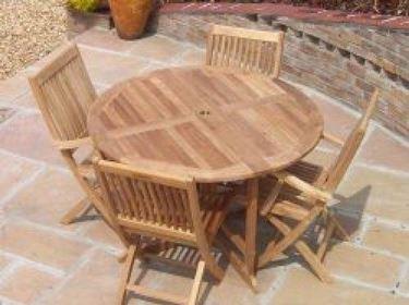 Il teck è un legno ottimo per la realizzazione di arredi per giardino