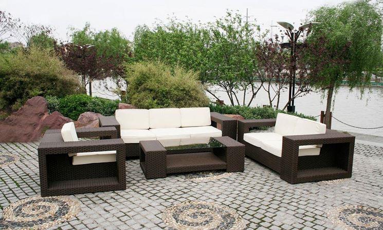 Dei comodi divani sono una soluzione ottima per creare spazi dove rilassarsi in giardino
