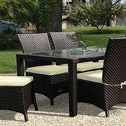 Tavolo e sedie in rattan