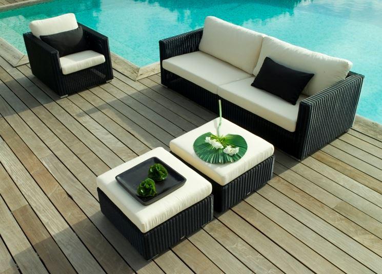 Divano da giardino con piscina