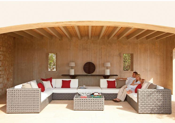 Veranda con divani da giardino