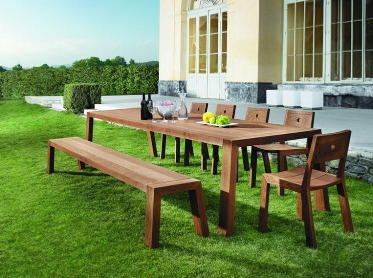 Il legno è la scelta più classica e rustica ma anche la più fragile