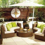 Esempio di mobili da giardino in plastica