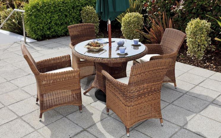 Un semplice tavolino in rattan per sorseggiare un tè
