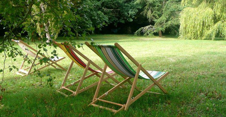 Le sedie sdraio in tela per il giardino