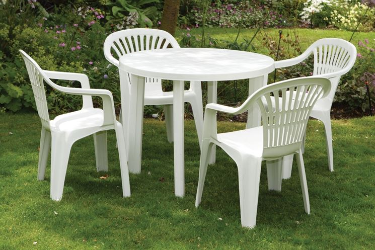 Tavoli in plastica mobili giardino tavoli in plastica for Mobili da giardino pvc