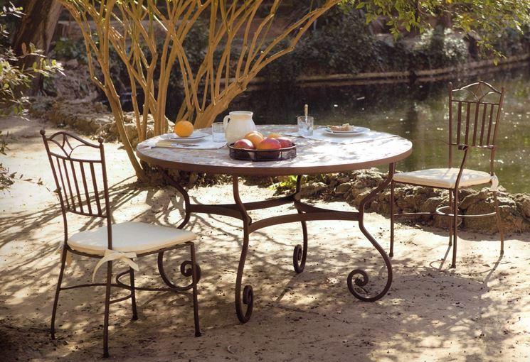 Tavolo di ferro elegante colazione
