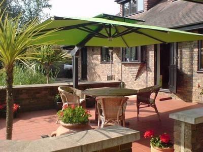 Vendita ombrelloni da giardino ombrelloni da giardino for Vendita mobili da giardino