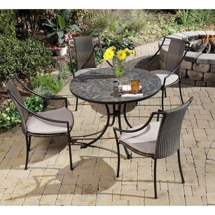 Sedie da esterno tavoli da giardino scegliere le sedie for Tavoli e sedie in ferro battuto da giardino prezzi