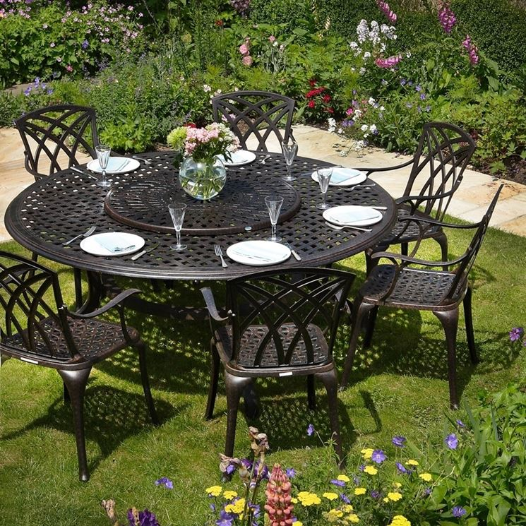Tavolo rotondo e sedie in ferro battuto