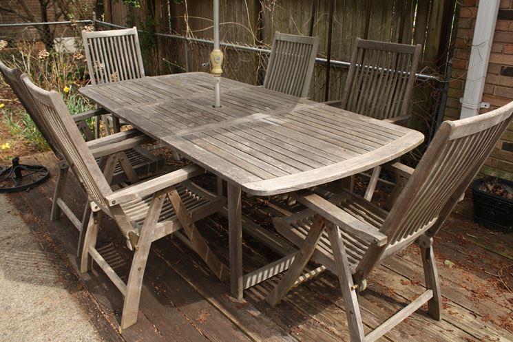 Sedie da esterno tavoli da giardino scegliere le sedie for Sedie in ferro e legno