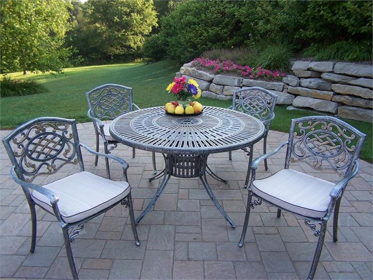 Sedie da giardino in ferro tavoli da giardino for Tavoli e sedie da giardino in offerta