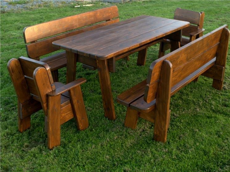 Tavoli da esterno in legno tavoli da giardino for Mobili da giardino economici