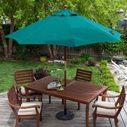 tavolo grande con ombrello