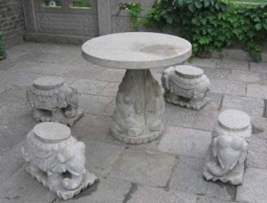 Tavolo da giardino in marmo