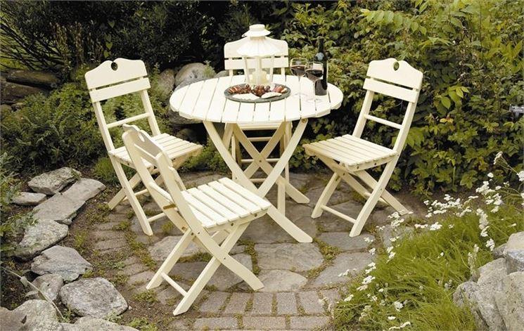 Tavoli da giardino pieghevoli tavoli da giardino for Set giardino plastica