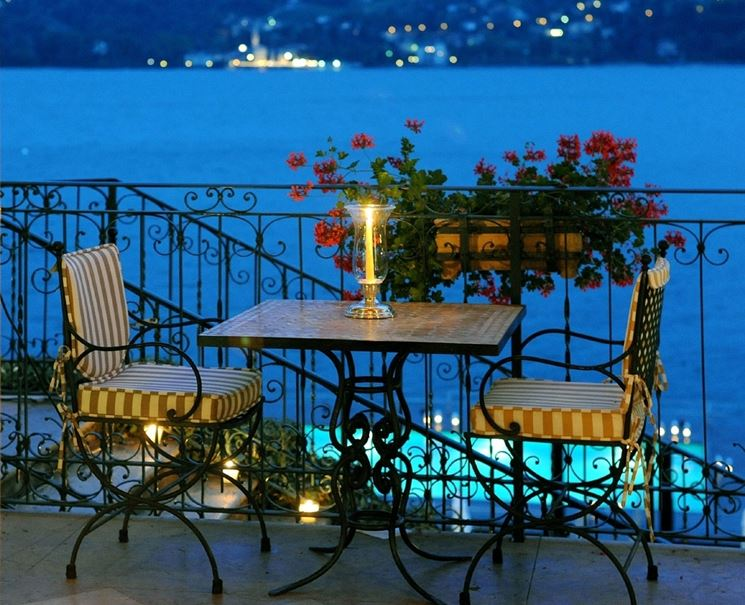 Tavolo da terrazzo salvaspazio